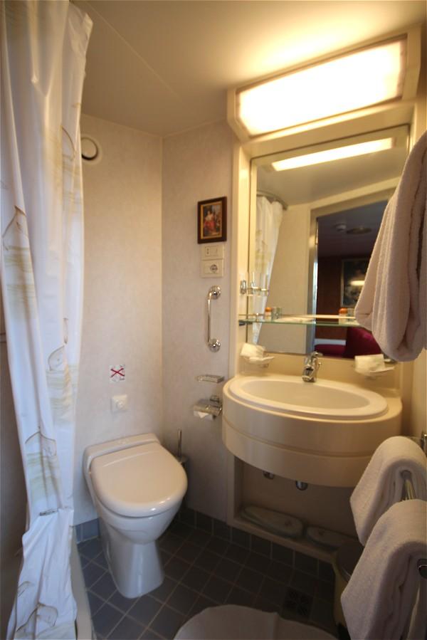Each cabin aboard La Bella Vita has its own ensuite bathroom