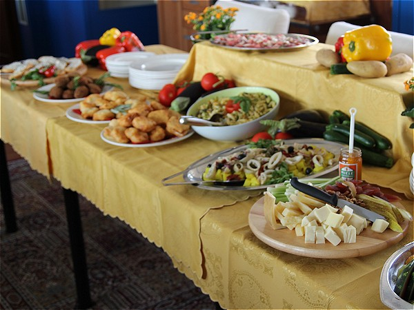The delicious lunch buffet will feature many local specialties