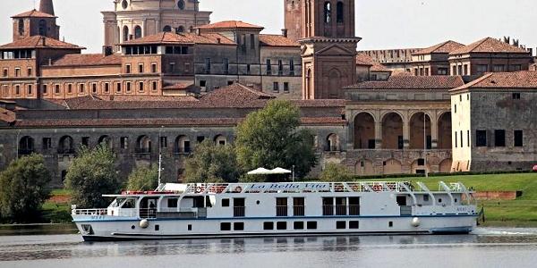 La Bella Vita cruising in Mantua