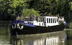Luxury Hotel Barge Magna Carta, cruising in England