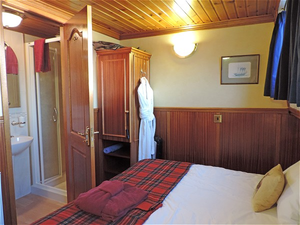The cabins aboard the Scottish Highlander offer either queen or twin bed accommodations
